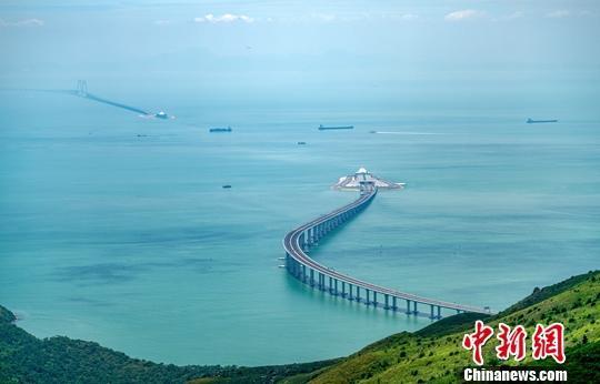 广州番禺区公司注册广州白云机场往返港珠澳大桥口岸专线大巴正式